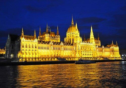 Rozgrywka wokół praworządności. Spotkanie z ekspertem z Węgier.
