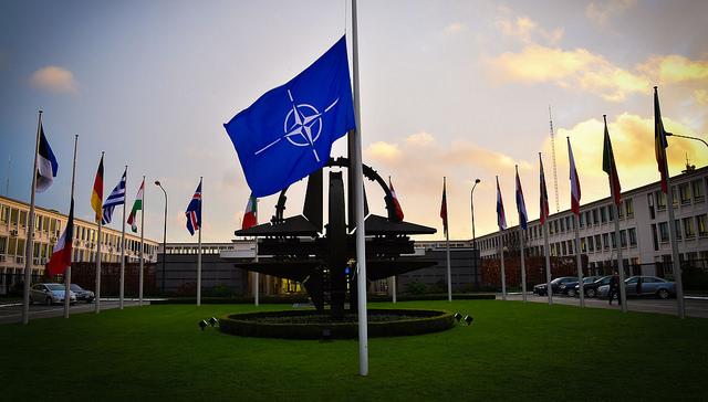Mówisz NATO, myślisz pomoc. Myślisz pomoc, mówisz NATO