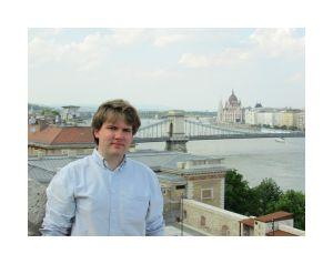 Antysystemowy mainstream na Węgrzech – Dominik Hejj