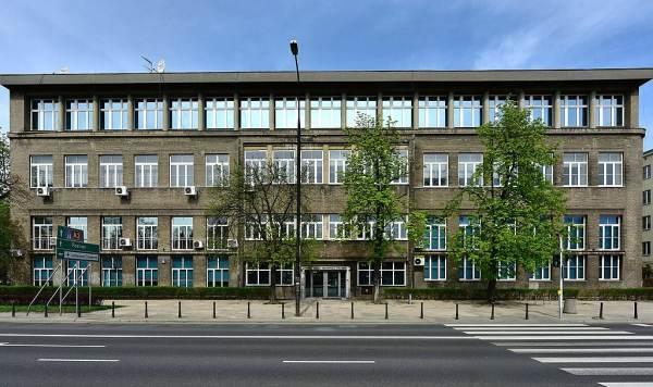 Krajowa Szkoła Administracji Publicznej – kuźnia urzędników. Historia i działania