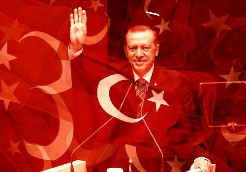 Z boiska na fotel prezydenta. Jak Erdoğan stał się najpotężniejszym człowiekiem w Turcji.