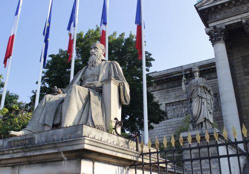 Francuska kultura polityczna jest ważniejsza od ram prawnych