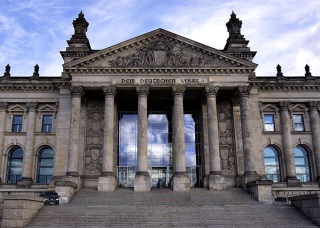 """Spięcia w """"Dużej Koalicji"""" – czytaj w Ekspresie Niemieckim"""