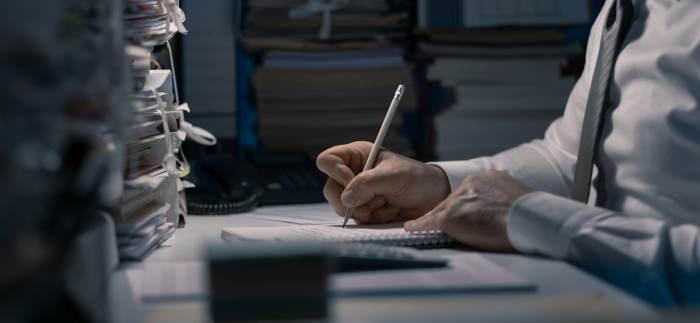 Urzędnik w świecie niedoskonałym − darmozjad czy nadzieja na lepsze jutro?