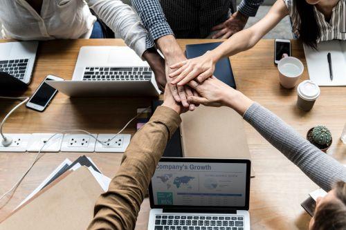 Oswoić zmianę: jak zaplanować i wdrożyć zmianę organizacyjną
