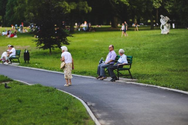 Wielka koalicja pod presją. Gorąca dyskusja na temat podstawowej emerytury.