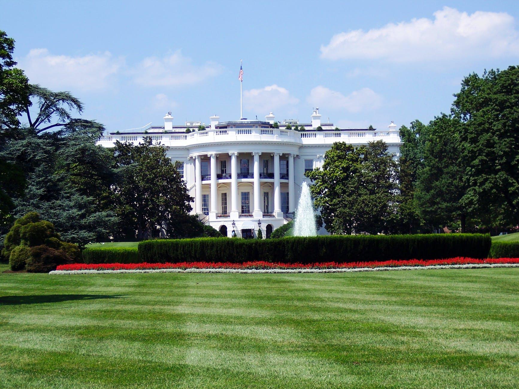 Trump zapowiada wprowadzenie pakietu stymulacyjnego pomimo sprzeciwu demokratów – nowe wydanie Ekspresu Amerykańskiego
